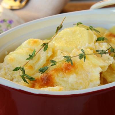 Slow Cooker Creamy Scalloped Potatoes * *