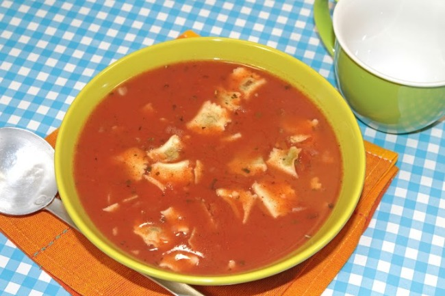 **Slow Cooker Tomato Basil Ravioli Soup
