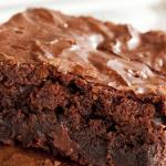 **Slow Cooker Triple Chocolate Brownie